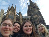 Autorinnen vor dem Kölner Dom